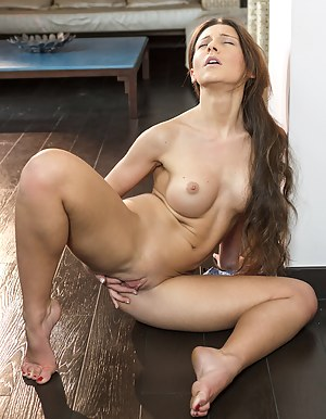 Sexy Teen Shaved Pussy Porn Pictures