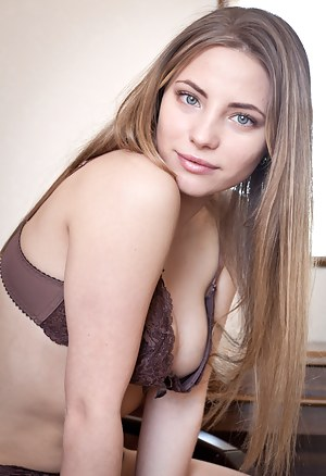 Sexy Teen Bra Porn Pictures